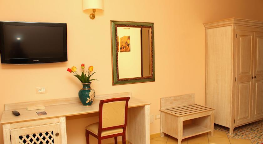 Angolo Office delle camere dell'Hotel La Tortora