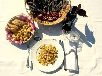 Ristorante interno piatti tipici