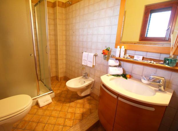 Bagno appartamento con ampio box doccia a Tropea