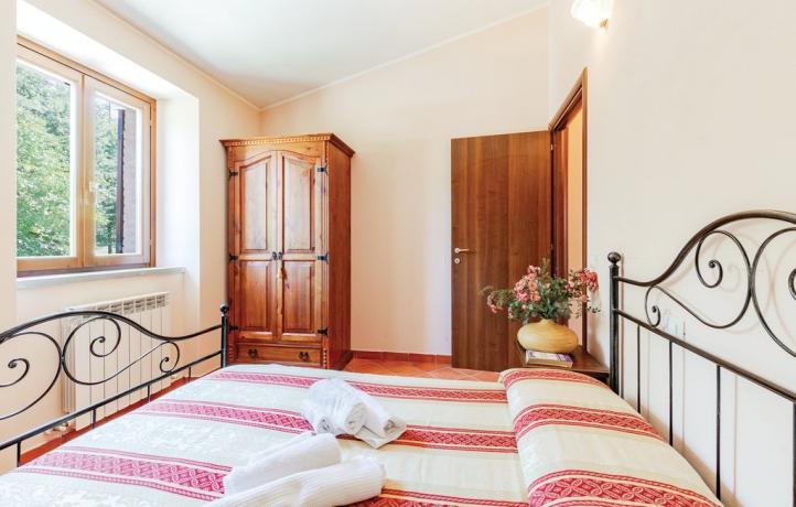Camera Matrimoniale Urbino con Armadio