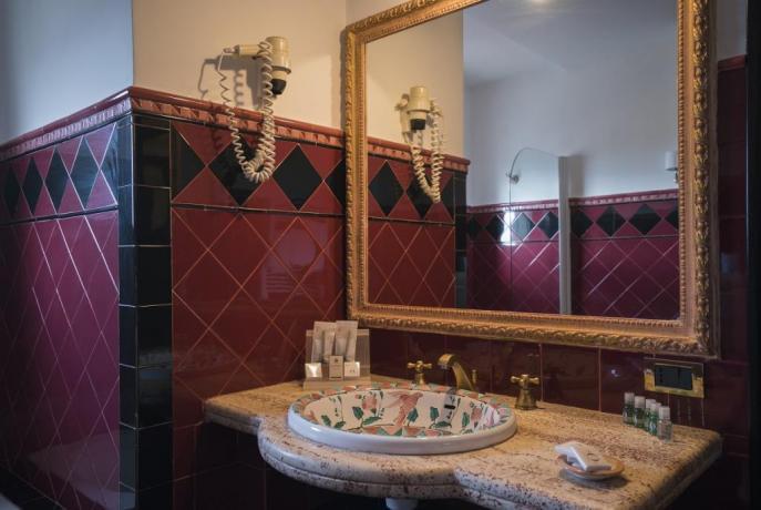 Bagno con kit completo, elegante hotel, Salerno