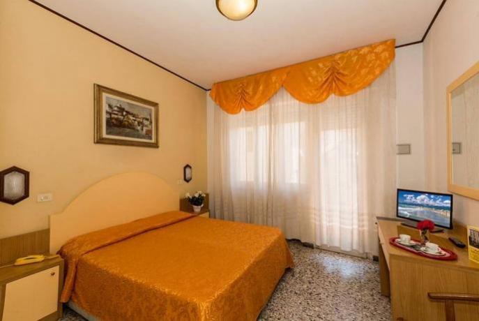 Camera Matrimoniale Hotel in Versilia a Viareggio