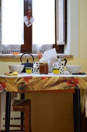 Soggiorno con cucina in appartamento vacanza Valnerina