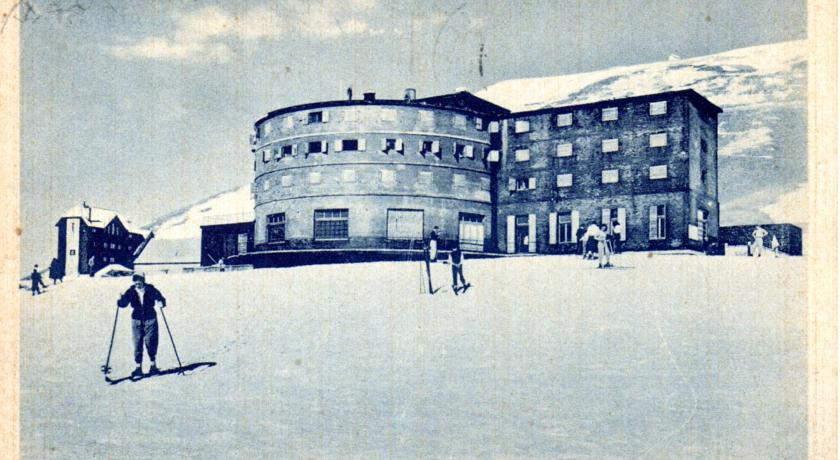 Un'antica foto del Rifugio a Campo Imperatore