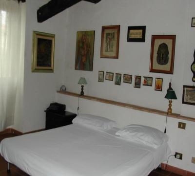 camera biacheria da letto fornita