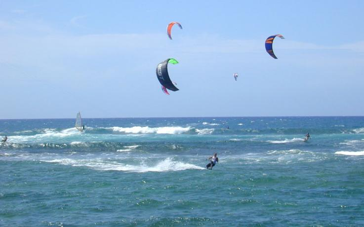 Corsi collettivi e individuali di Kitesurf in Calabria