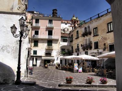 Stay near the Central Piazza Umberto I