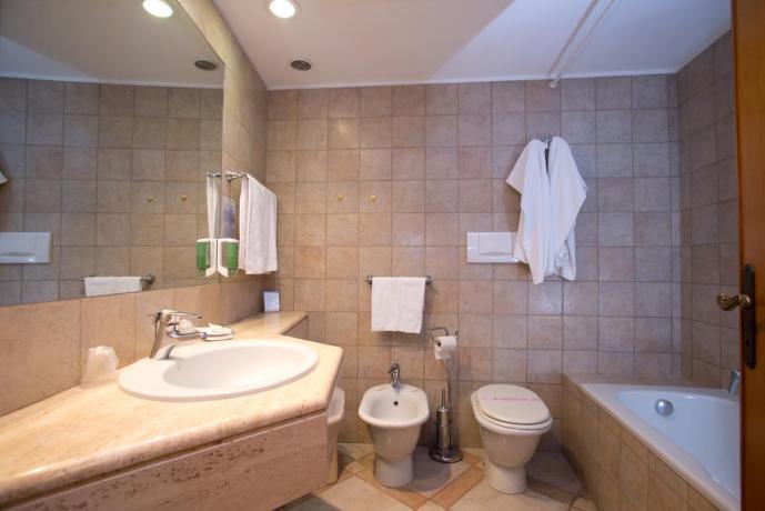 Hotel 4 stelle Circeo bagno privato + vasca