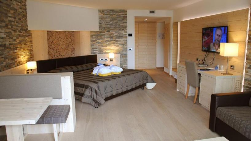 Suite Molveno con letto matrimoniale + divano letto