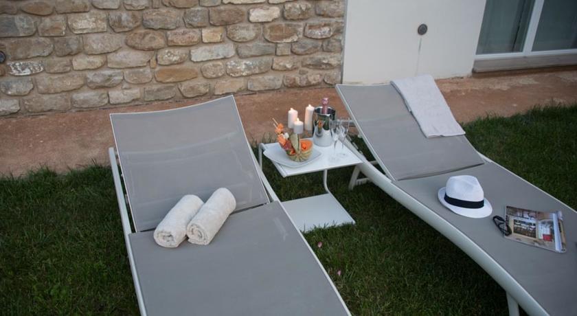Lettini relax in giardino