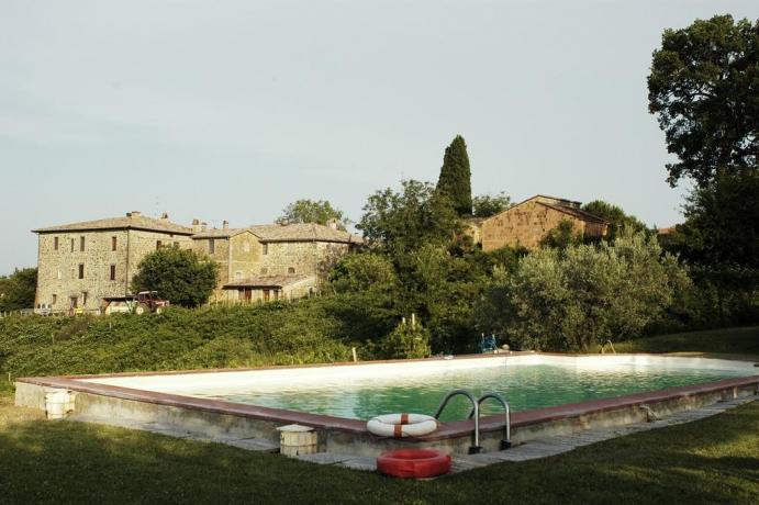 Casale con grande piscina vicino Todi