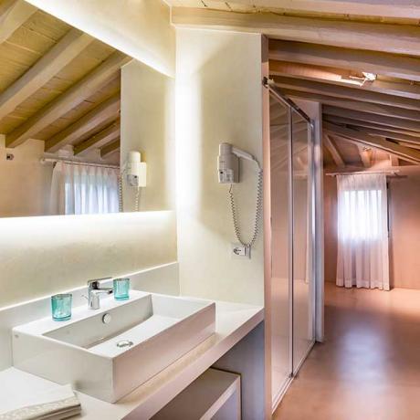 Bagno suite jacuzzi con idromassaggio