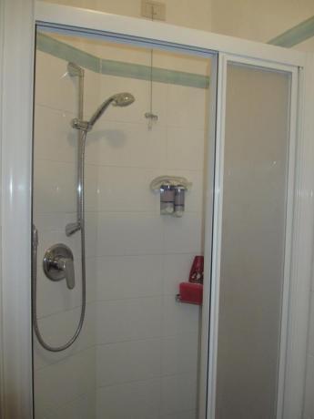 Bagno privato con box doccia albergo a Bibione