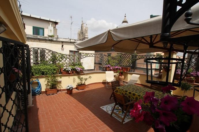Balcone con vista panoramica su Napoli