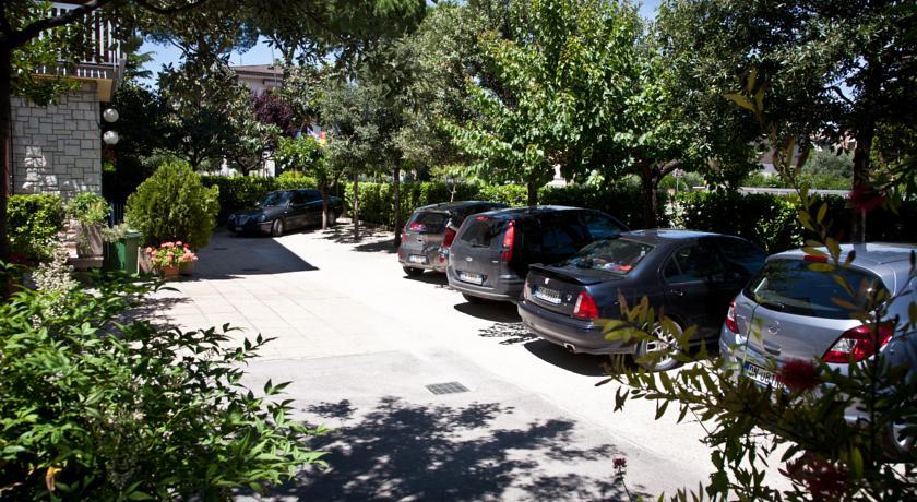 Ampio parcheggio riservato ai clienti