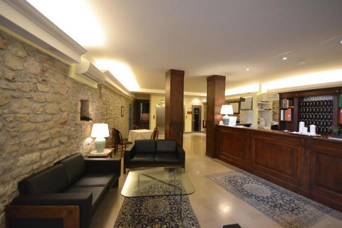 Hall albergo3stelle centro Assisi vicino Basilica santa chiara