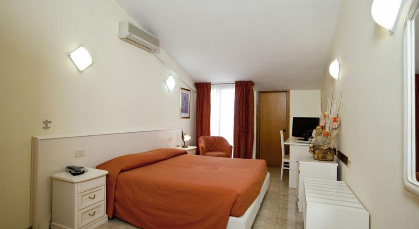 Camera Matrimoniale con internet Lago di Bracciano