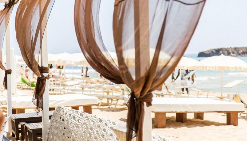 Ristorazione e Aperitivi nella Spiaggia di Cala-Marina