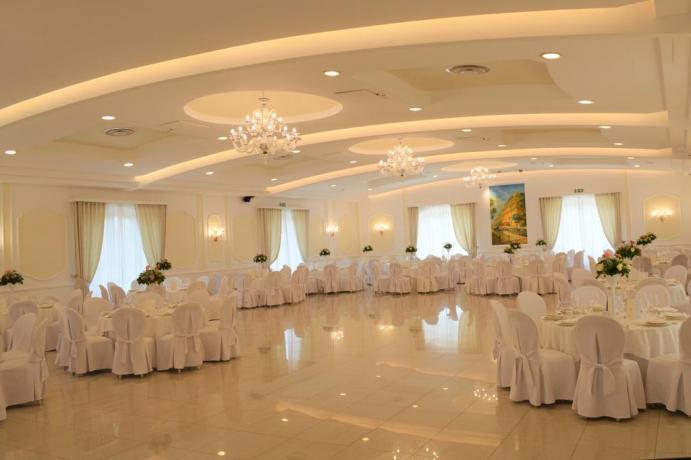 Resort con sala ristorante ideale per cerimonie aCastellana