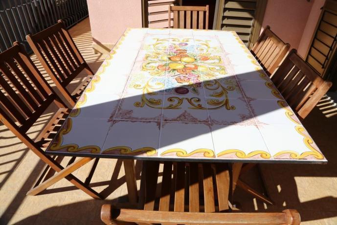 Tavolo in veranda in B&B a Nicolosi