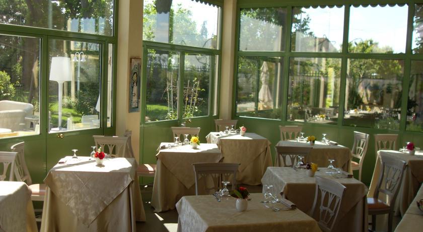 veranda per fare colazione in villa a ravenna
