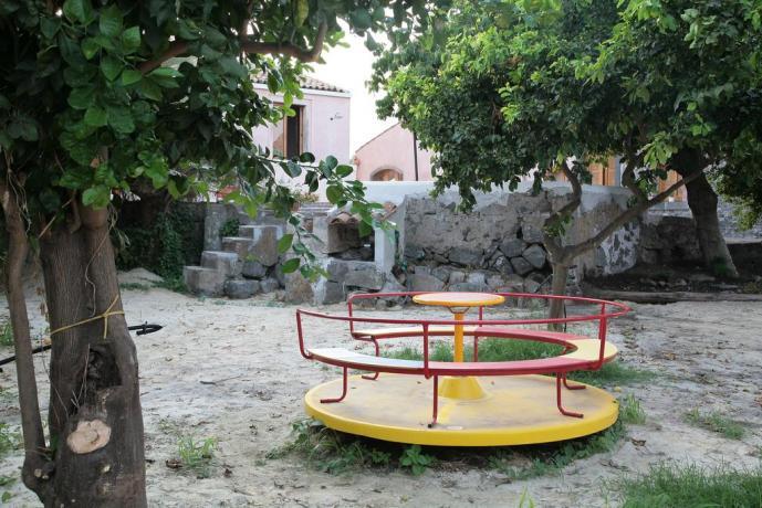 Agriturismo con area giochi immersa nella limonia