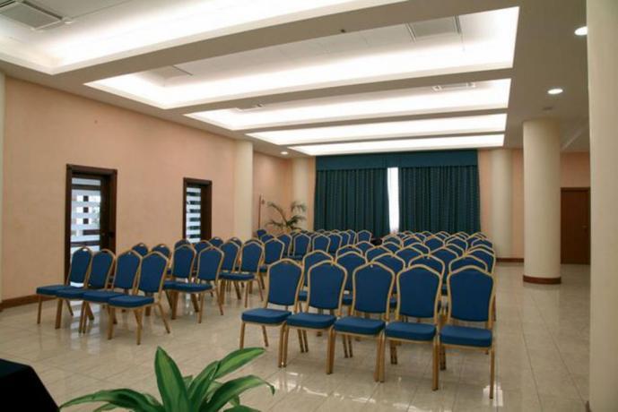 Sala eventi e Piscina Coperta Hotel vicino Napoli