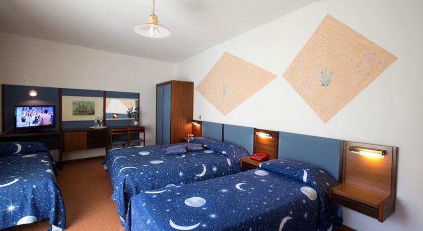 camera in hotel vicino al mare a Grado