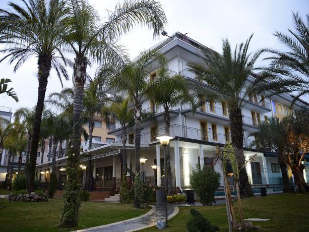 Hotel 4stelle camere suite coppie famiglie lavoro Battipaglia