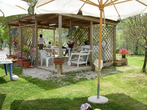 Villa per famiglie a Macerata con gazebo esterno
