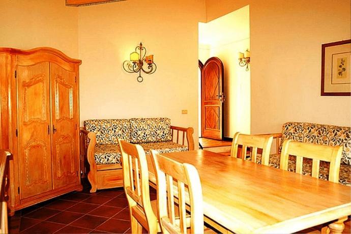 In Sardegna ad Arzachena hotel con appartamenti
