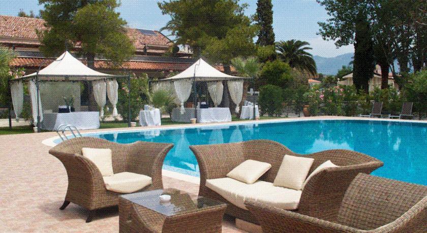 resort-4stelle-scalea-piscina-maneggio-spiaggia