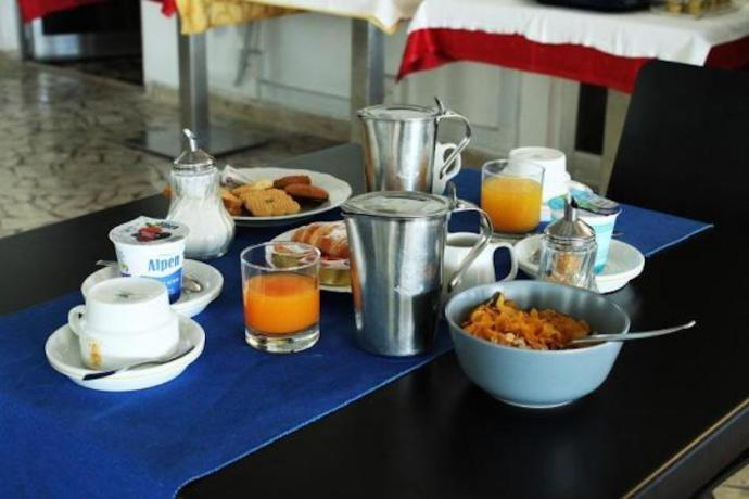 Albergo sul mare con sala colazioni a Minturno