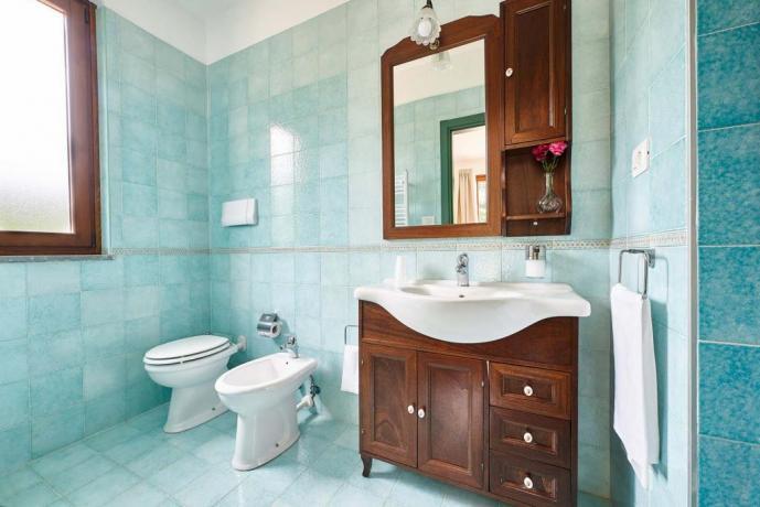Bagno privato in residence con set cortesia