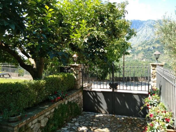 Giardino con vista panoramica B&B Casale Gaeta