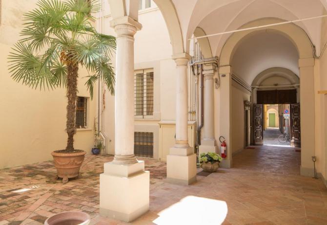 Palazzo in centro storico a Fano per coppie