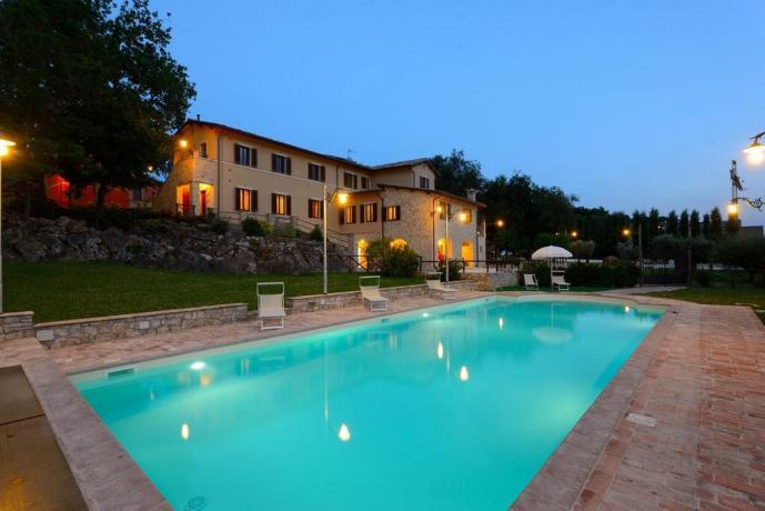 Residenza piscina privata immersa nel verde