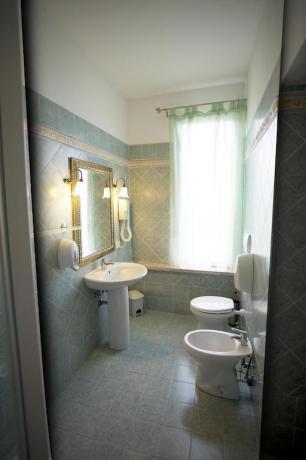 Servizi privati camera con phon asciugamani hotel Anzio