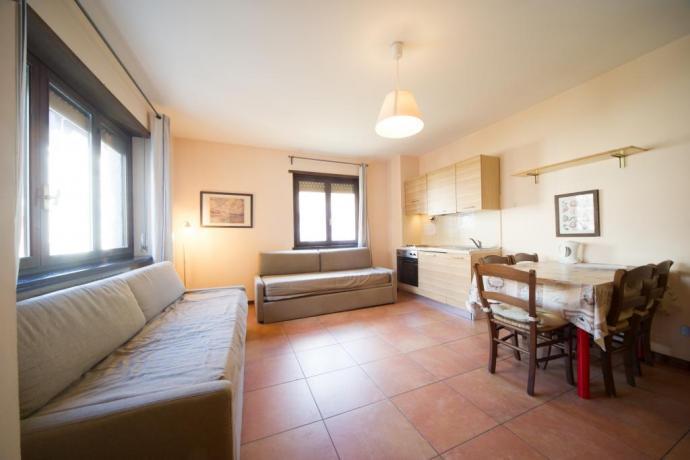 Cucina e soggiorno appartamento-vacanze bilocale 4-5-6persone Bardonecchia