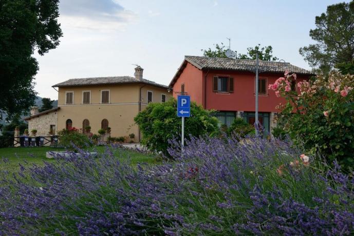Residenza in Umbria con parcheggio privato