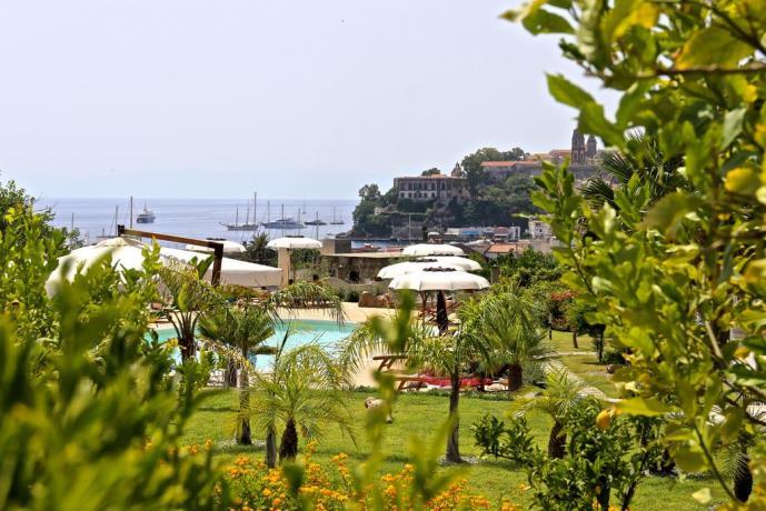 Hotel con ampio spazio esterno a Lipari