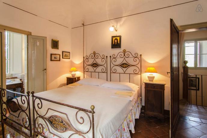 villa lusso, camera letto in ferro battuto