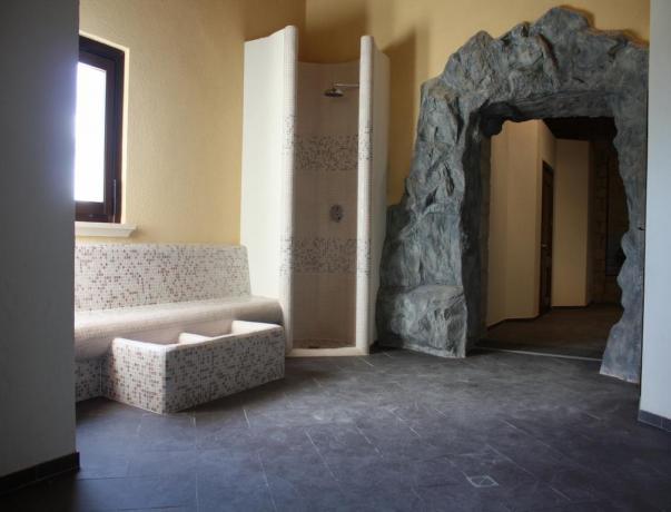 Doccia rilassante nella SPA dell'Albergo in Sicilia