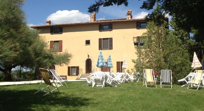 Casale con appartamenti vacanza a Gubbio