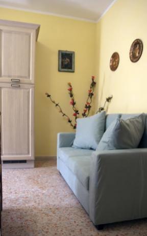 Comodi sofa in soggiorno