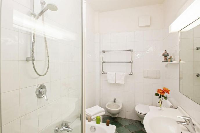 Bagno privato con teli mare hotel4stelle Castiglione-della-Pescaia