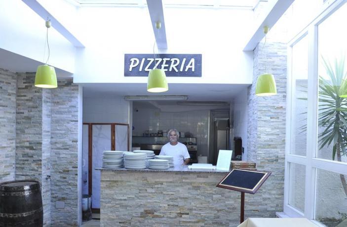 Resort Baia Domizia con ristorante e pizzeria