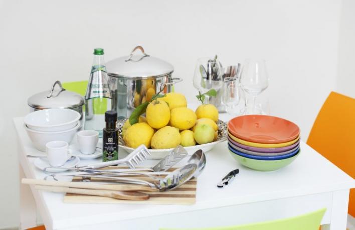 Appartamento vacanze con mestoli e piatti cucina San-Vito-lo-Capo