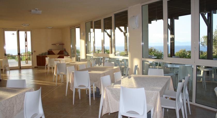 Villaggio con Ristorante sul Mare della Calabria