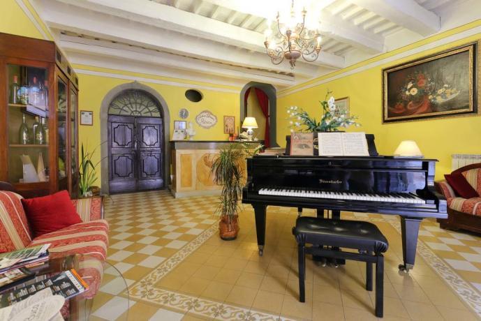 BBlusso-antico-palazzo-1400-montecarlo-lucca